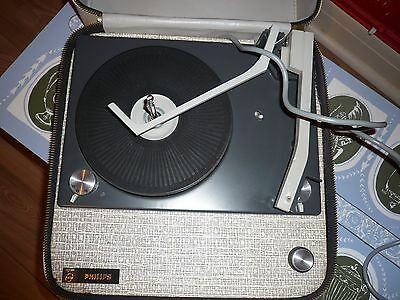 VINTAGE 1960's  PHILIPS PORTABLE RECORD PLAYER in Excellent Condition