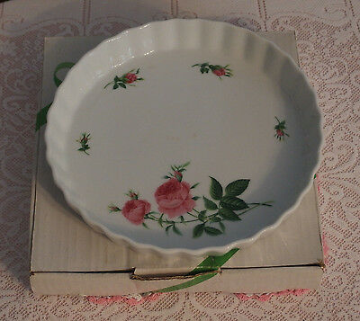 "ChristineHolm 9.75"" wide Pie/Quiche Plate w/plead border & Pink Roses Design NEW"