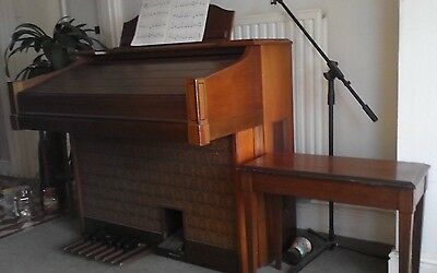 Older Style Yamaha Electone Electric Organ With Wooden Storage Seat