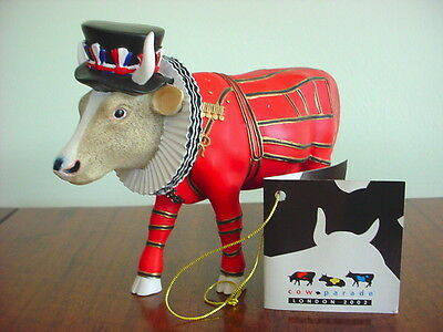2002 COW PARADE Figurine BEEFEATER - IT AIN'T NATURAL  Retired #7247 Farm Estate