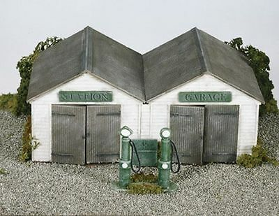 Wills SS12 Station Garage & Pumps (OO gauge plastic kit)