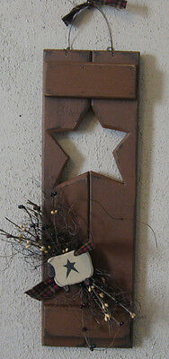 Primitive Country Shutter With Star Cut-Out Sheep