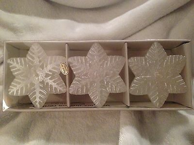 New In Box Floating Thick Elegant Snowflake Candles White