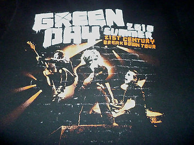 Green Day Tour Shirt ( Used Size M ) Good Condition!!!