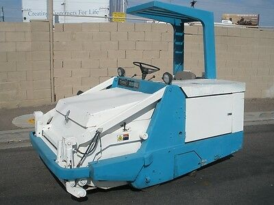 Tennant 255 Parking Lot Floor Sweeper In Ex. Condtion.