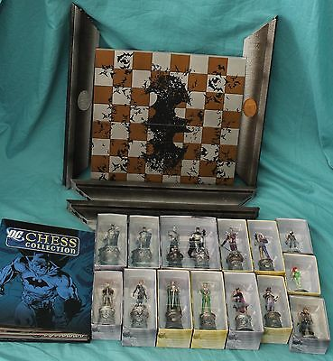 Eaglemoss DC Comics Chess Set With Board Pieces Batman & Joker Kings