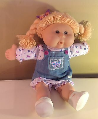 2004 Play Along Cabbage doll Yarn blonde hair Brown eyes, original outfit, shoes