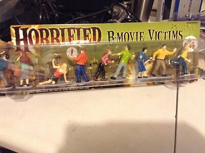 Horrified B-Movie Victims 9-Figures Figurines Accoutrements NIB