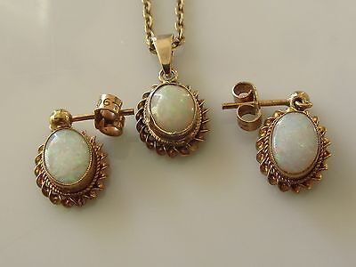 Secondhand 9ct Yellow Gold Opal Set Of Earrings/Pendant/Chain (19inches)