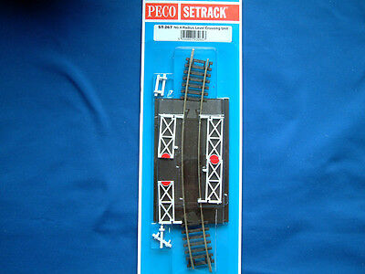 Peco St-267 Setrack Fourth ( 4Th ) Radius Level Crossing  With Gates Oo Gauge