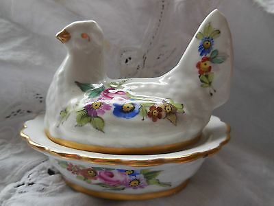 HEN ON NEST  - Porcelaine De Paris