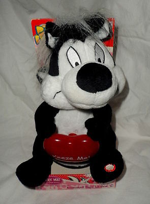 2004 Gemmy Pepe Le Pew Animated Singing Plush With Light Up Heart New In Box