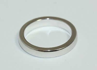 Van Cleef and Arples 18ct White Gold Band Ring Size K 1/2