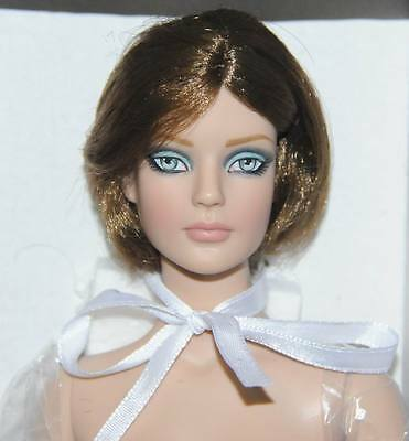 "So Sleek Nude Sydney Chase 16"" doll  Tonner BW 2011 Ltd 300 MIB w/ stand"