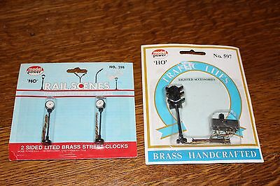 HO Scale Model Train Accessories  Traffic Lights + Street Clocks New in Package