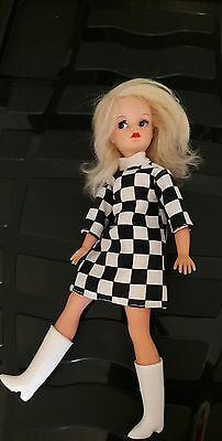 VINTAGE Sindy NEW LOOK Side Part BLONDE in MAMSELLE MISS CORTINA copy STUNNING