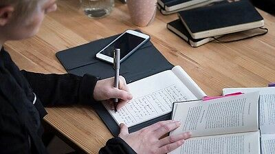 Wacom Bamboo Spark Smart Folio With Gadget Pocket #CDS600G Perfect For iPhone