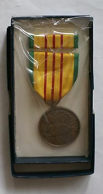 Vietnam Service Medal, with ribbon bar in box of issue (1969 contract)