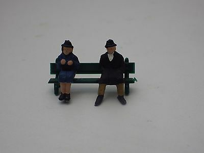 ** New ** 2 People On A Bench  Oo/ho Gauge