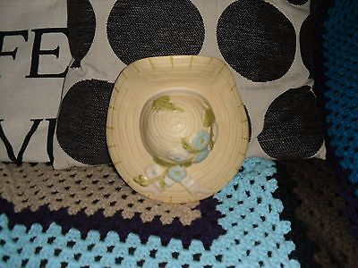 Vintage Delcroft Ware Pottery Straw Hat Wall Pocket / Vase, Size 17.7 X 8.2 Cm