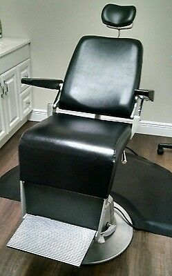 Reliance Exam Chair In EXCELLENT CONDITION smooth recline, power up/down.