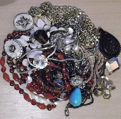 Group Of 22 Pieces of Costume Jewellery Necklaces & pendents Hobbies Crafts etc