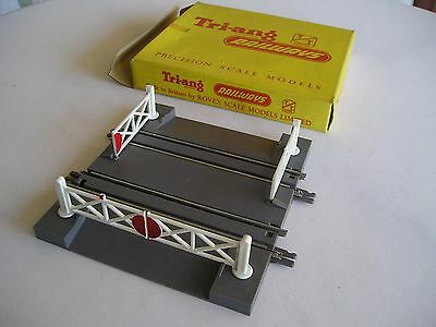 Triang T29. Level crossing (hand operated)  TT gauge. unused and boxed,