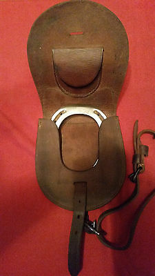 HORSE SHOE G.B.  Leather Cavalry Military Horse Shoe & Nails Traveling Pouch