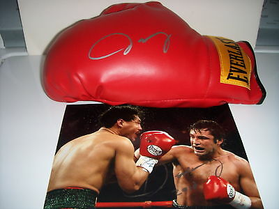 Oscar De La Hoya Signed Glove & Photo (Exact Proof)