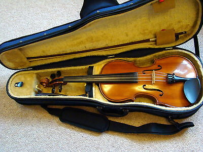 Stentor Student II viola outfit with KUN Shoulder rest and Stentor rigid case.
