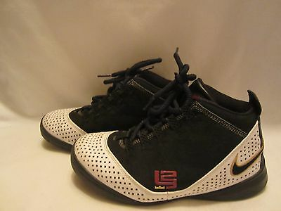 Nike HIGH TOP ATHLETIC BOY'S SHOES (3.5 M)