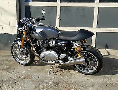 2016 Triumph THRUXTON 1200R  2016 Triumph THRUXTON 1200R  VERY LOW MILEAGE!