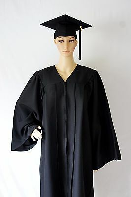 Deluxe Regalia Bachelor CAP AND GOWN with 2017 Year Charm (Common Size)
