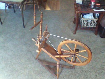 Vintage SAXON COLONIAL STYLE Spinning Wheel in Excellent condition