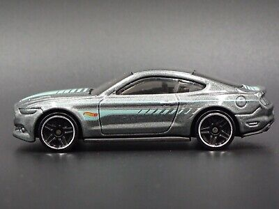 2015 Ford Mustang GT RARE 1/64 LIMITED DIECAST COLLECTIBLE DIORAMA MODEL CAR