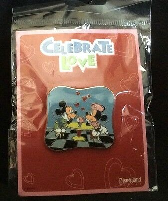 Disney Trading Pin Mickey & Minnie Celebrate Love Pin 2009 Mint in Package/Card