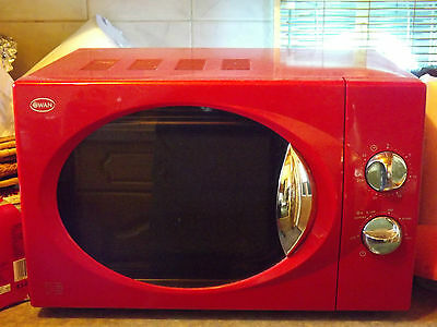 Swan  Red Microwave Oven SM2090R 800Watts