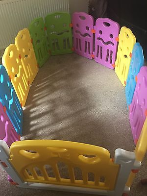Sungle Plastic Play Pen With Gate
