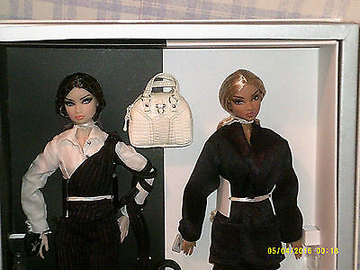 2007 Fashion Royalty Exclusive Erin S & Colette D Painted Black Giftset Nrfb