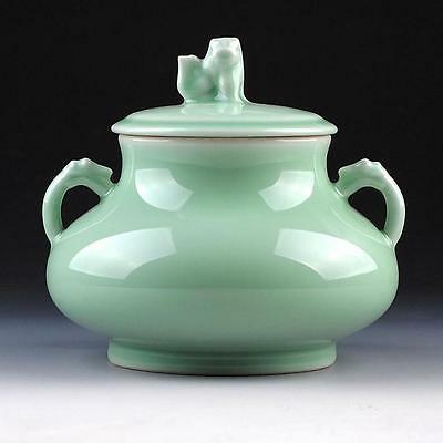 Collectible Rare Chinese Porcelain Hand-Made Celadon Storage Pot Cq50467