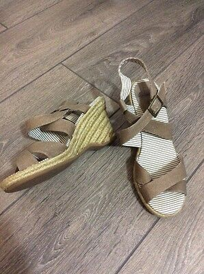 Clarks Oatmeal Beige Wedges Strappy Holiday Beach Sandals Size 5 38 High Heel