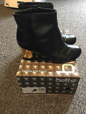 Betts Ladies Black Boot Size 7