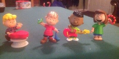 4 Peanuts PVC Figures -  Linus Schroeder Peppermint Patty And Franklin