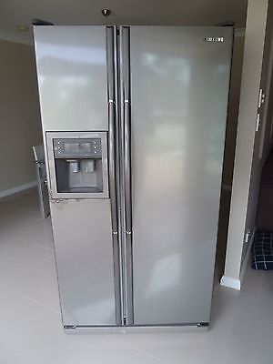 Samsung Double Door/Side By Side Fridge/Freezer with Ice & Water