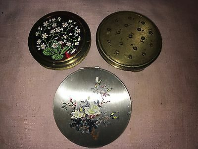 Group of Three Vintage Compacts Inc Stratton White Roses on Silver Ground & Kigu