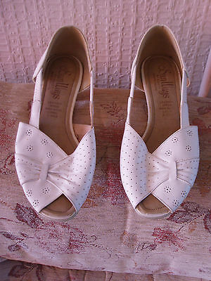 vintage shoes, Sunways by Equity England, size 6, upper white leather, good