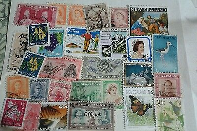 New Zealand accumulation. 80g On/Off paper, stamp collection, mixture. Lot 6