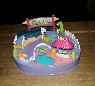 Vintage polly pocket Pool Magnetic party 1997. 100% Complete