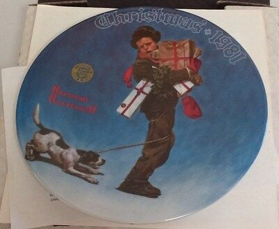 Knowles Wrapped Up In Christmas Norman Rockwell 1981 8th Issue 6638E China Plate