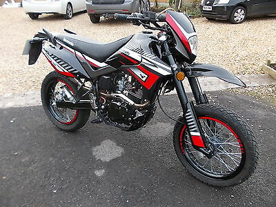 2016 Lexmoto Xflm 125 Gy-2B Adrenaline Black/red Very Little Use Only 258 Miles